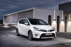 Toyota Verso 2012 / Front & Side View